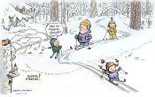 Perhe hiihtää metsässä