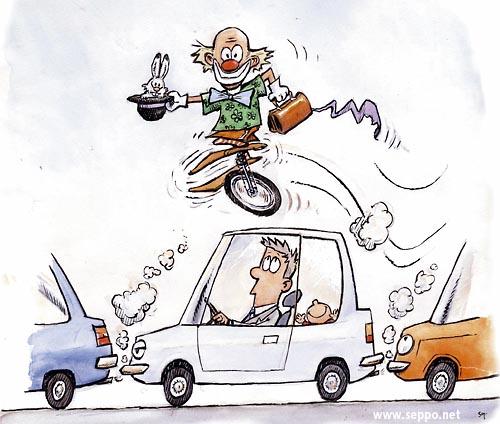 Pelle pyöräilee liikenneruuhkassa