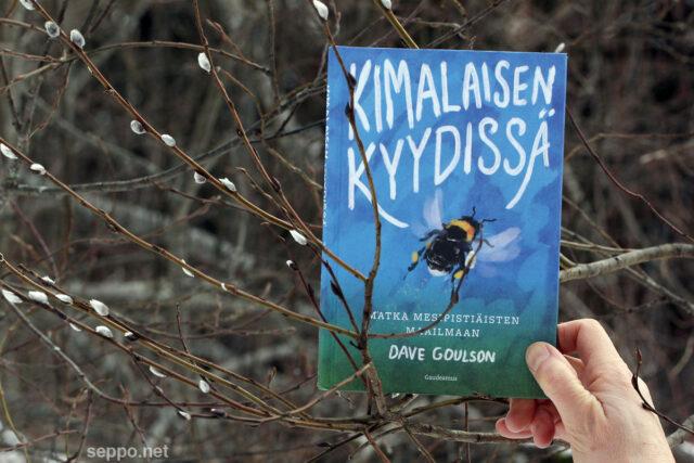Kimalaisen kyydissä -kirja Dave Goulson suom. Auli Kilpeläinen
